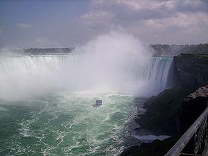 300px-NiagaraFallsAndMaidOfTheMistShip